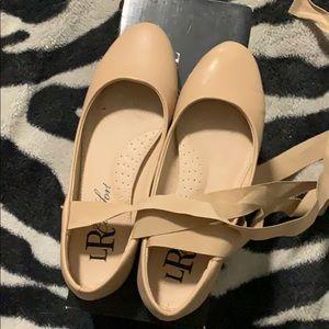 Flat tie up dress shoes